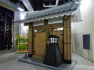 進物場の門