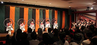 『京鹿子娘道成寺』の所化の舞踊。